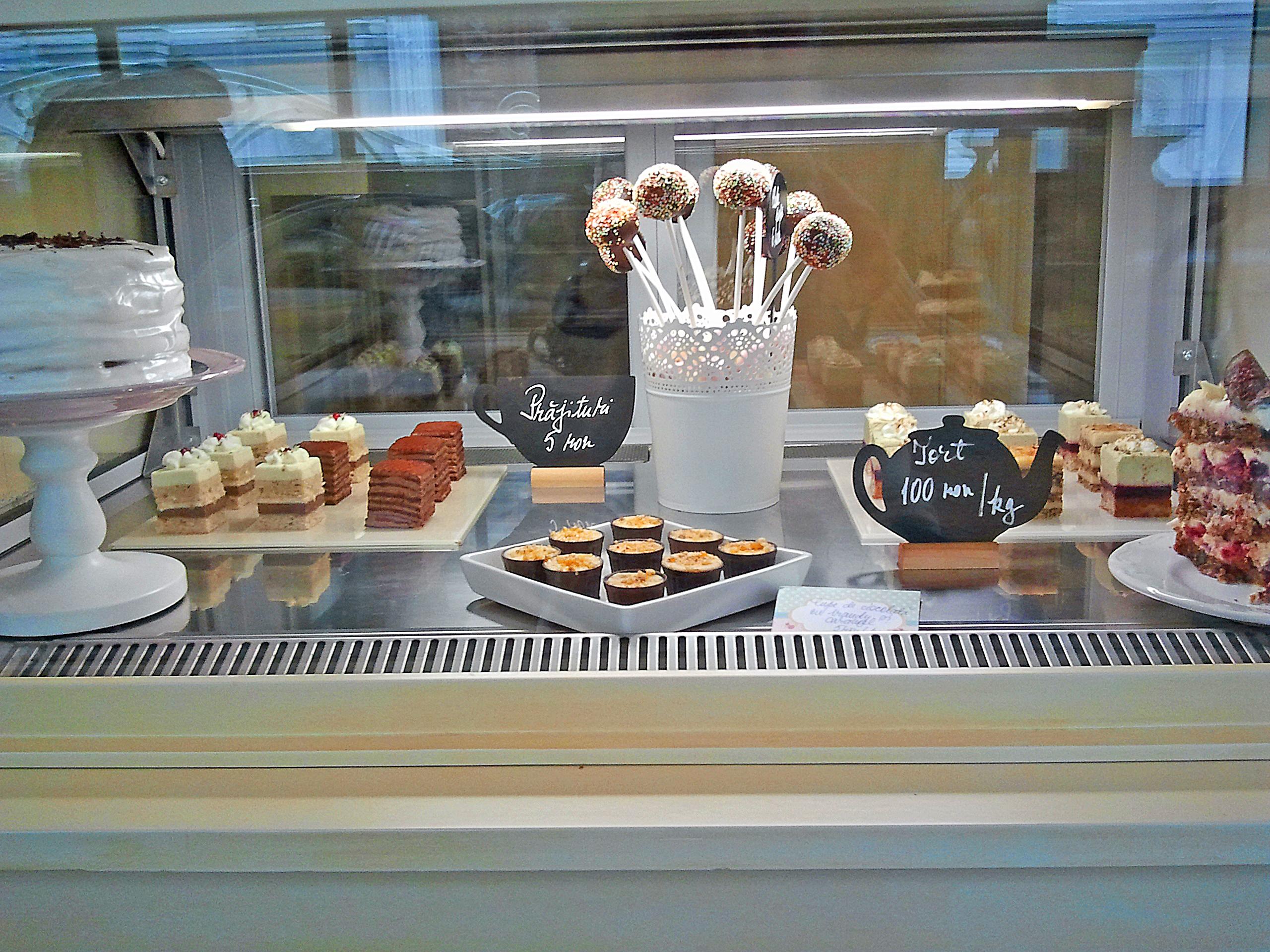Prăjiturelele sunt prea ispititoare ca să nu încerci măcar una. foto: danbrumar.ro