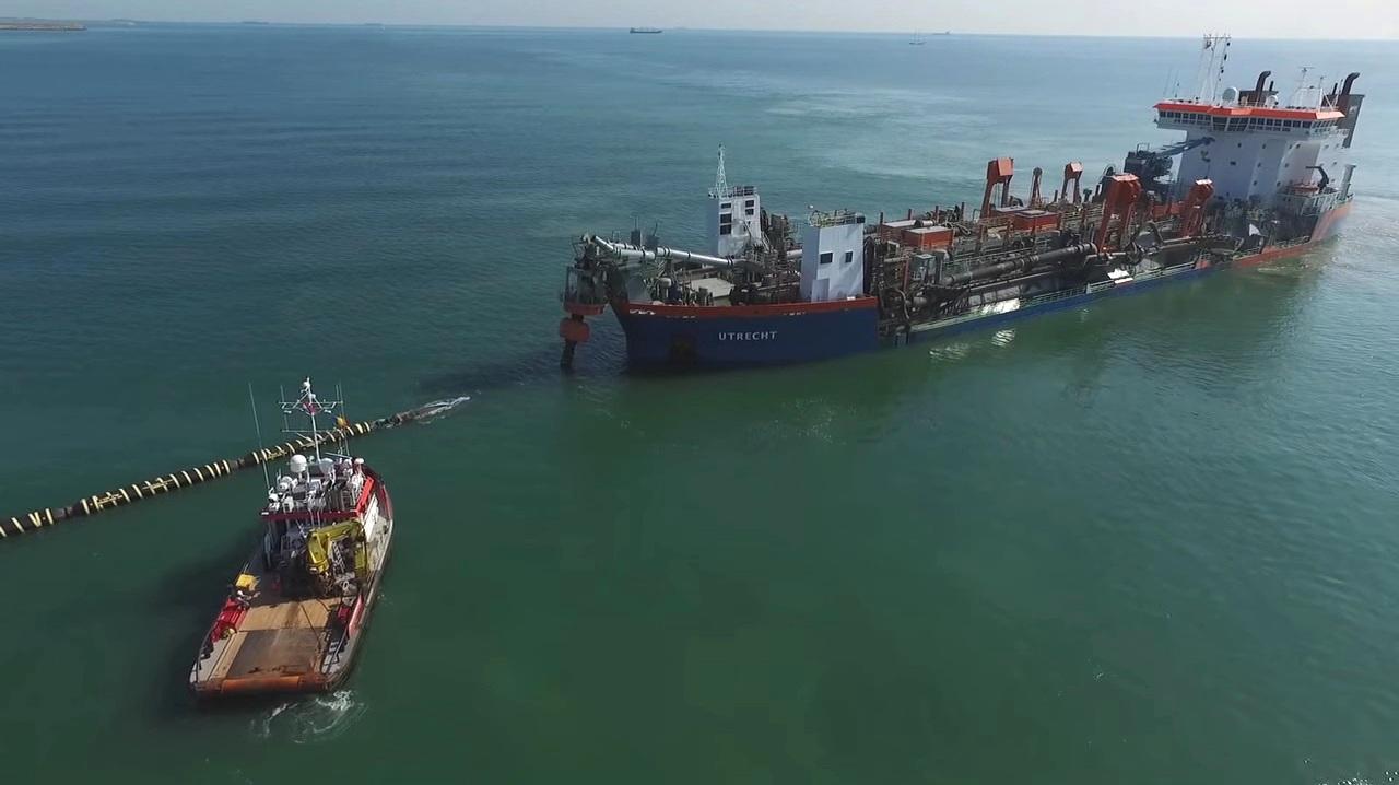 Nava Utrecht a aspirat nisipul de împrumut de pe fundul Mării Negre...