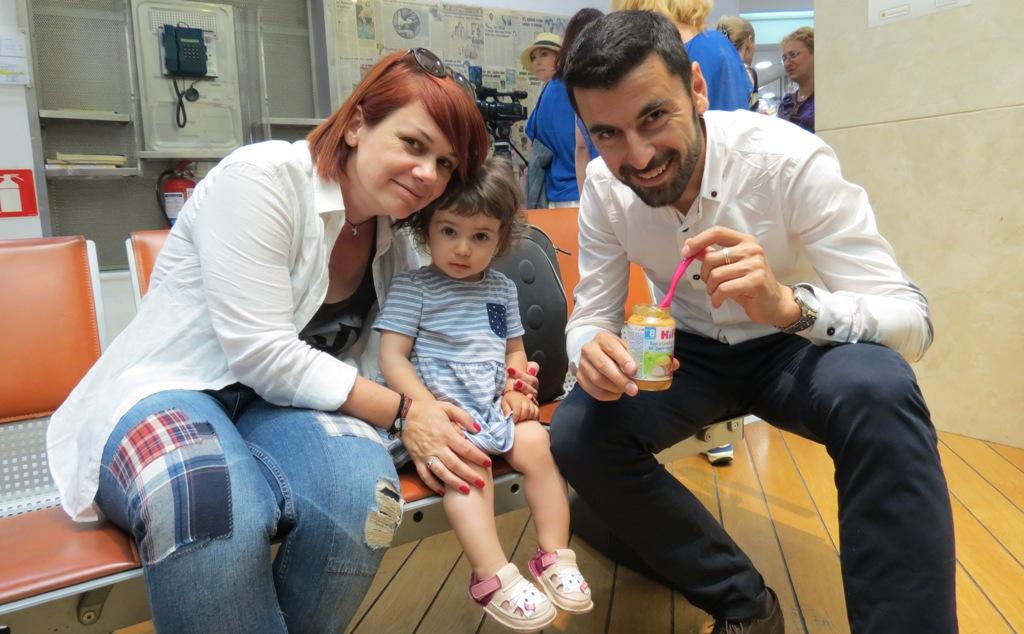 Irina, împreună cu soțul ei Theodor și cu fiica lor, Teo. Foto: danbrumar.ro