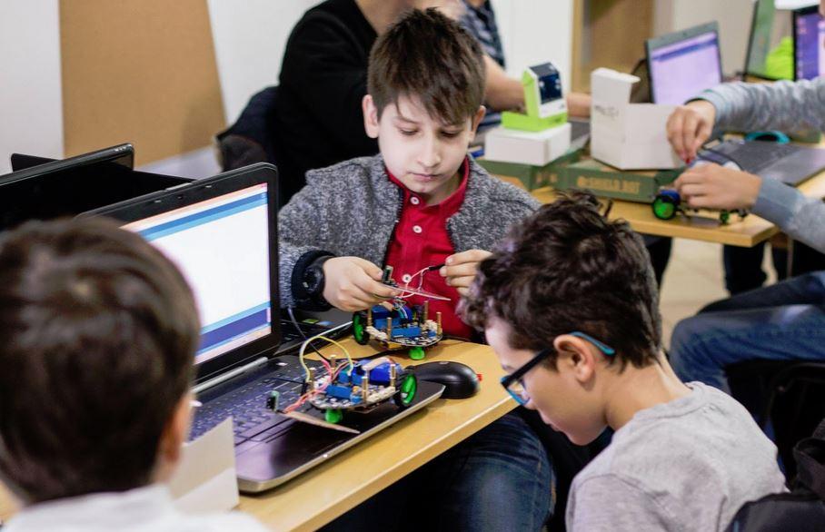 Atelierele de robotică vor scoate tot ce e mai bun din copilul tău. Cred :)
