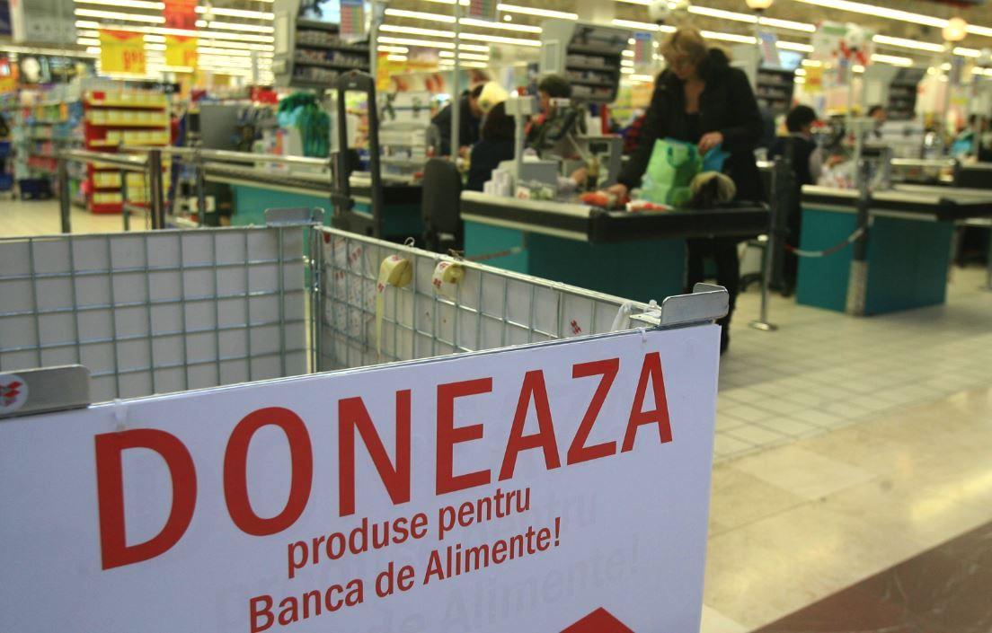 Banca de alimente, un proiect inițiat de Crucea Roșie Română, încearcă să-i convingă pe români să doneze alimente de bază