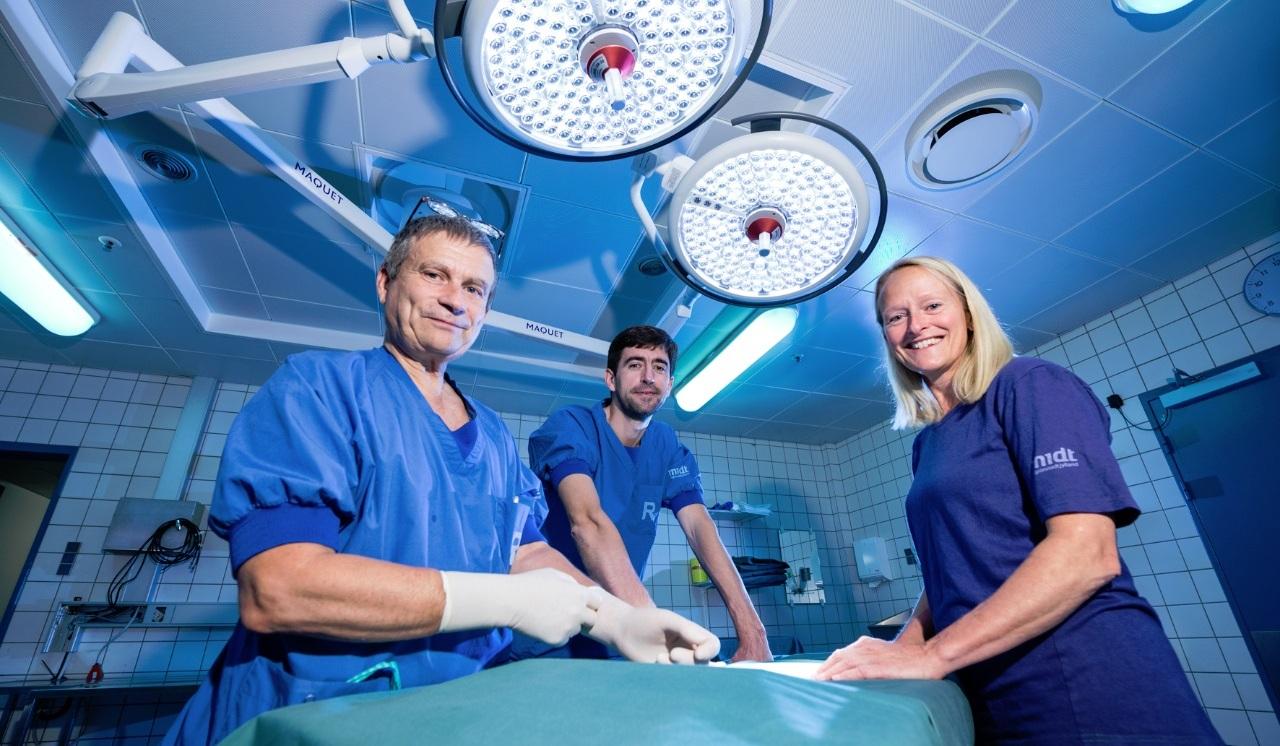 Dr. Sune Johansson (stânga), în cadrul clincii de chirurgie cardiovasculară a Spitalului Universitar Aarhus (Danemarca). Credit foto: Kristian Bang via auh.dk